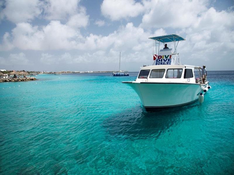Bonaire-DiviFlamingo-Boat